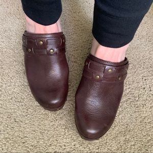 Lucky brown leather clogs